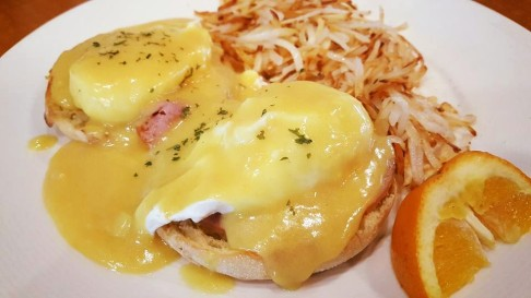 EGG BENEDICT WITH HASH BROWN